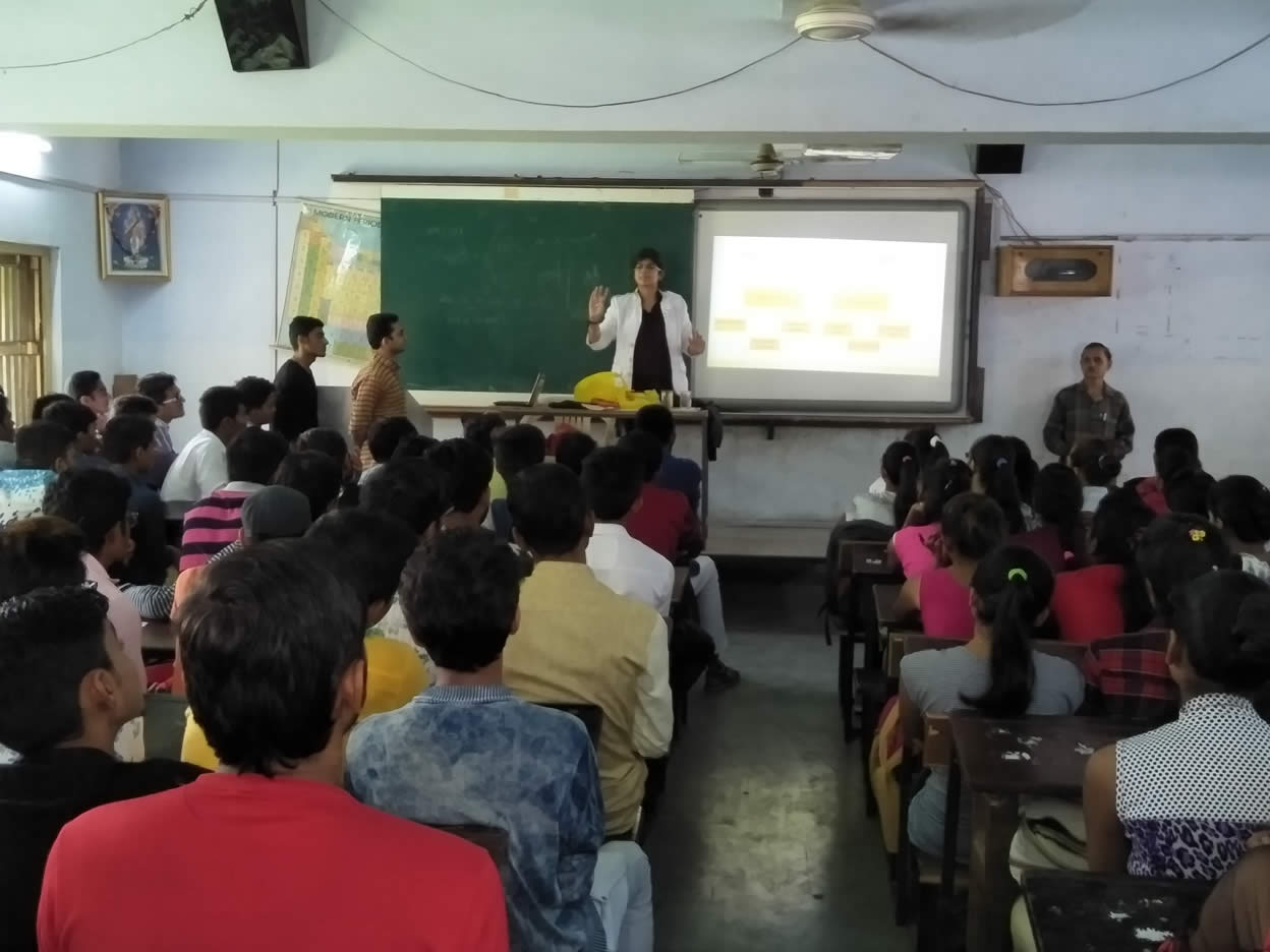 Seminar Conducted In Navyug Science College On The Topic Digital Marketing